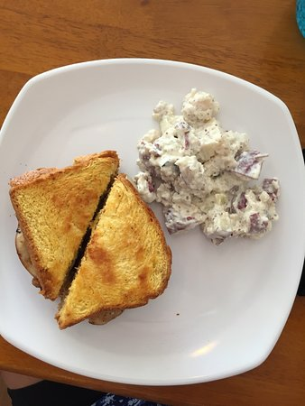 Starke, Flórida: Grilled Turkey and Bacon with home made Potato Salad