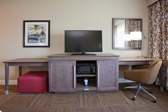 Roseville, MN: All rooms have wireless internet and microwaves.