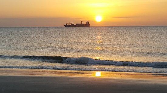 Surf Song Bed & Breakfast: Sunrise on Tybee Island