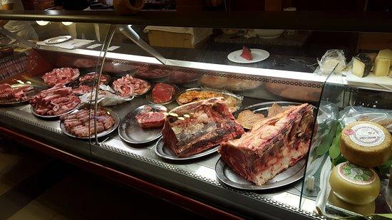 Fabro, Italia: La carne in vetrina