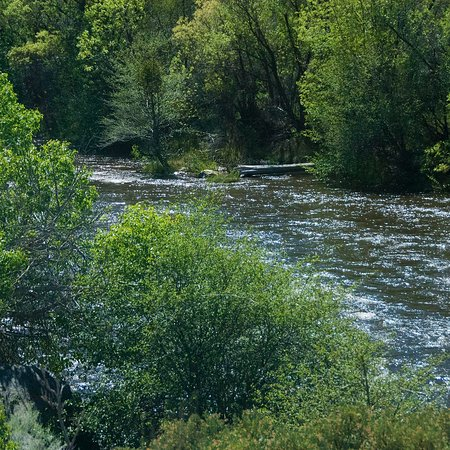 Kernville, แคลิฟอร์เนีย: River at property