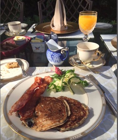 A Butler's Manor: Breakfast in the rose garden.