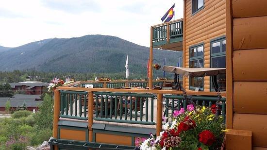 Grand Lake, CO: große Terrasse mit bequemen Möbeln und toller Aussicht