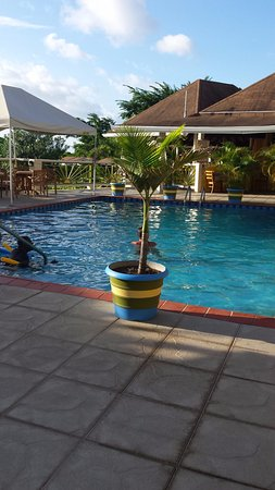 Grooms Beach Villas and Resort: Central pool area