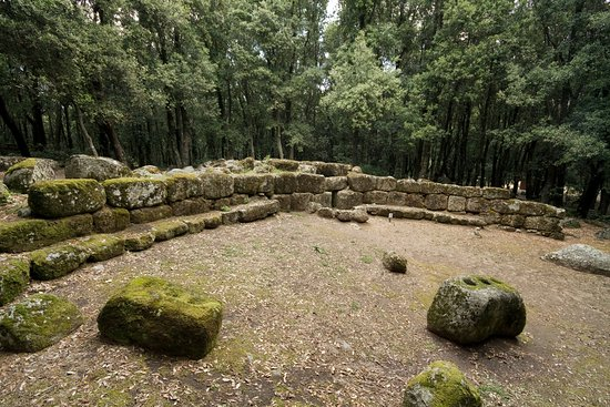 Lanusei, Italia: La tomba dei giganti Seleni II