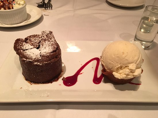 Roy's Waikiki Beach: Chocolate Souffle