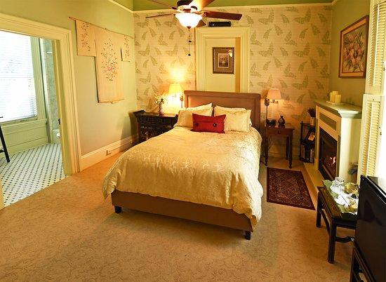 Yuba City, Californie : Empress Room with Fireplace