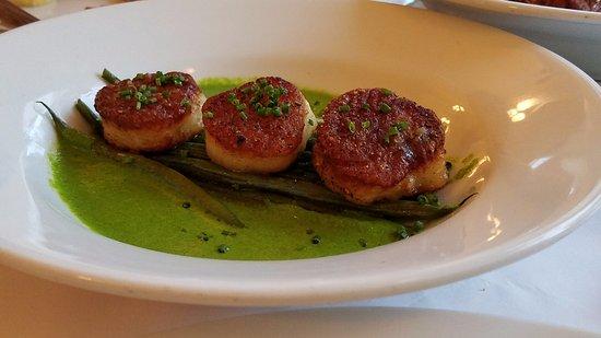 Bistro Poplar: Seared Scallops with vegetable puree