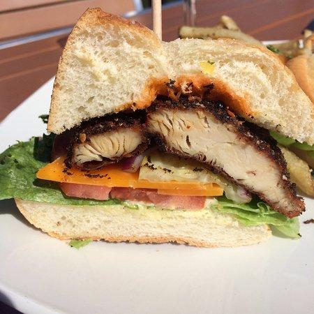 Paris, Canadá: Blackened Chicken Po'Boy Sandwich