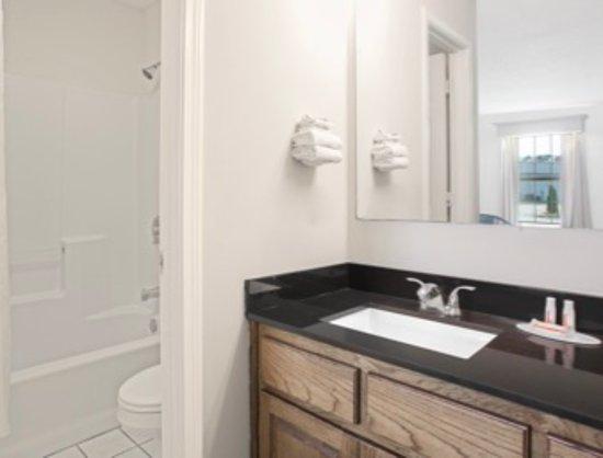 Brunswick, GA: Standard Bathroom