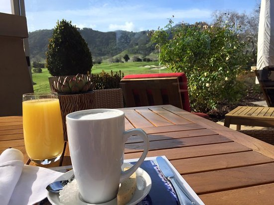 San Martin, Califórnia: breakfast outside