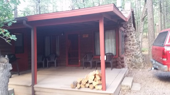 Whispering Pines Resort: Front porch of our cabin, two bedrms, kitchen w/amendities, dining rm, living w/couch, TV, Firep