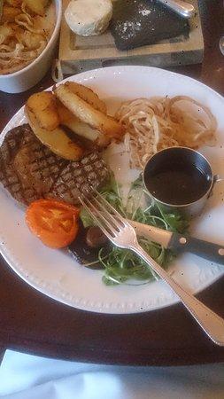 Llanhamlach, UK: Sirloin steak with grill garnish and red wine jus