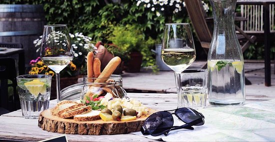 Sluderno, Italia: We highly recommend our selection of wines and cheeses from the region.