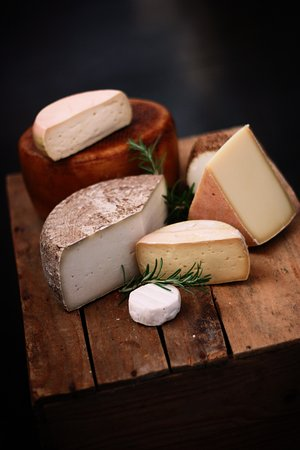 Sluderno, Italia: Cheese from the region.