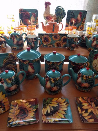 Boulder, CO: The gift shop has delightful tea sets and other accouterments!