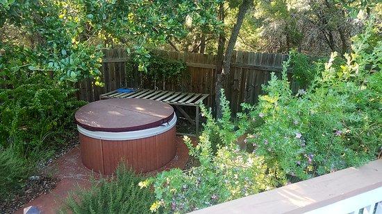 Canyon Lake, Техас: Hot Tub overlooking garden