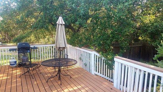 Canyon Lake, Teksas: Back deck overlooking garden area