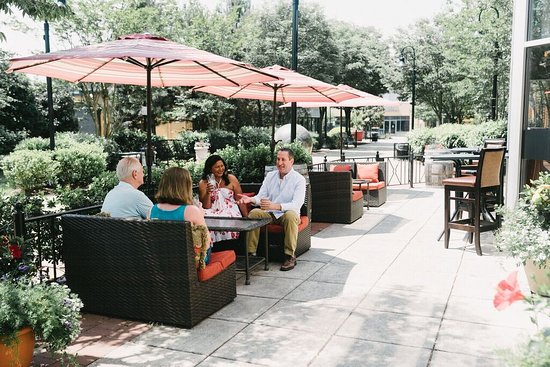 Gainesville, VA: Outside Dining & Drinks