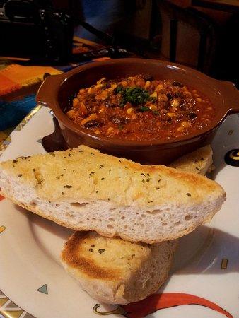 Papa Joe's: Chili con Carne with garlic bread