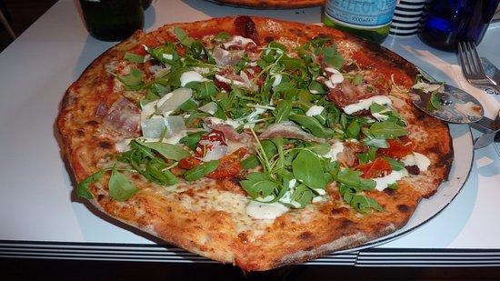 Hertford, UK: pizza