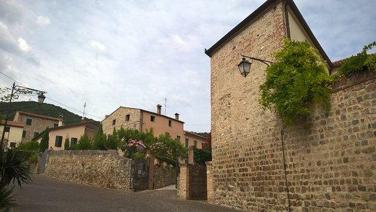 Al borgo di arqu petrarca b b italia prezzi 2018 e for B b soggiorno petrarca