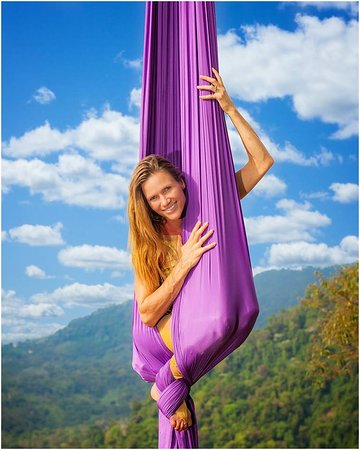 Доминикаль, Коста-Рика: Aerial silks by Christine Van Loo