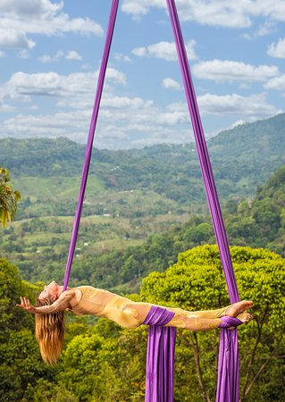 Dominical, Κόστα Ρίκα: Aerial silks by Christine Van Loo