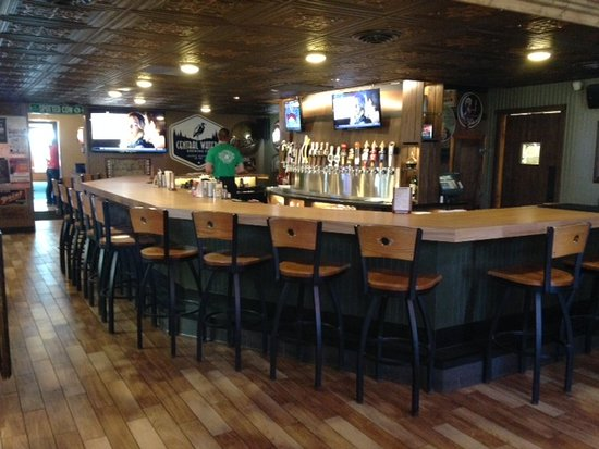 Hilltop Pub and Grill: Bar Area