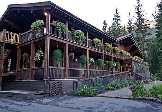 Emerald Lake Lodge Photo