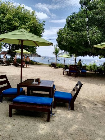 Playa Ocotal, Costa Rica: Father Rooster Beachfront Bar & Grill