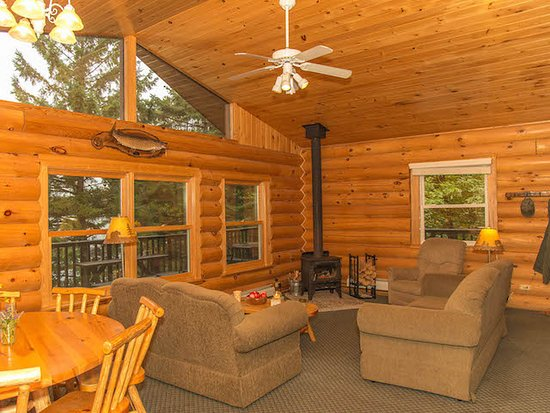 White Eagle Resort on Lake Vermilion: Cabin Timber Jay