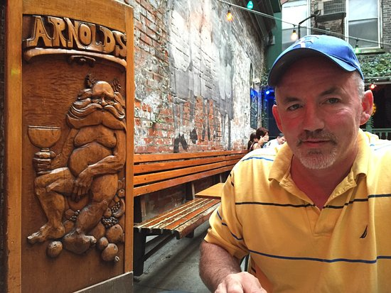 Arnold's Bar & Grill : photo1.jpg