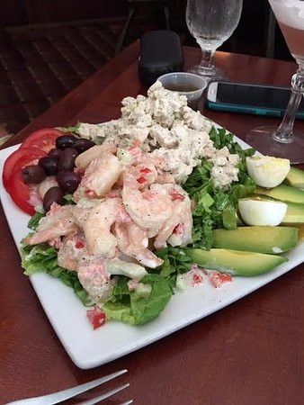 Manchester, VT: Combination shrimp and chicken salad lunch