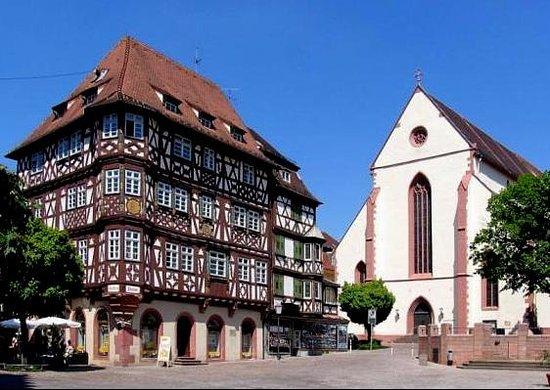 Mosbach, Deutschland: Palmsches Haus mit Stiftskirche