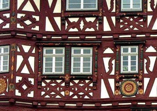 Mosbach, Γερμανία: bemalte und verzierte Holzbalken