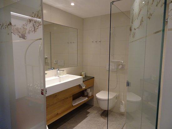 Hotel Schuetterhof: Tolles Modernes Bad Mit Begehbarer Dusche