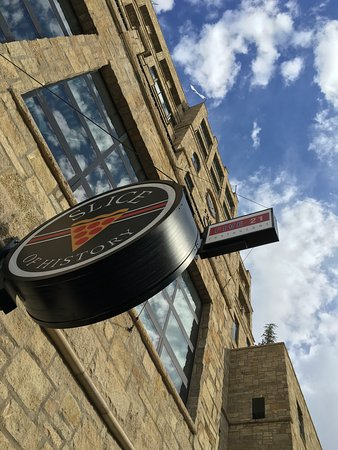 Lawrence, KS: Delivery, carry out or dine in