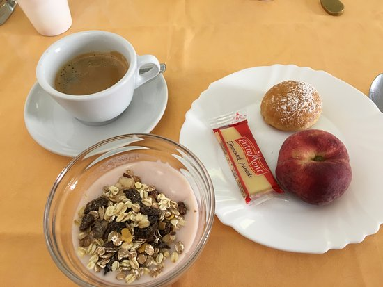 Locanda del Sole: Some breakfast offerings.