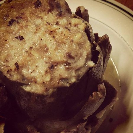 Pittston, Pensylwania: Signature Stuffed Artichoke (served seasonally)