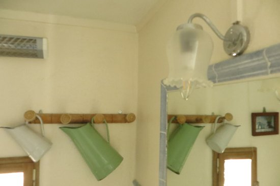 Valaurie, ฝรั่งเศส: déco champêtre de la salle d'eau de la suite Bleu de Toi