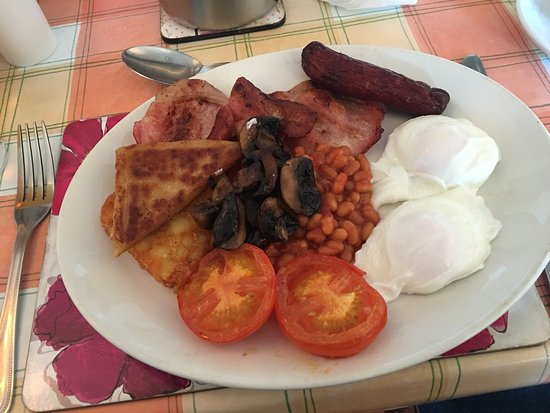 Dunseverick, UK: The breakfast (number 6 on the list of brekky choices) as long as between 8am and 9am is conveni