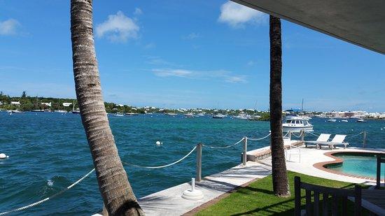 Warwick, Islas Bermudas: Harbor/pool view from our terrace