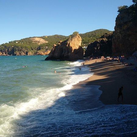 Begur, Spain: la spiaggia al tramonto