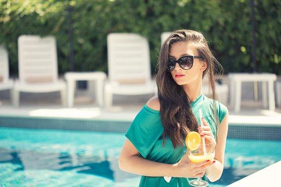 Hotel Aquarius Dubrovnik: poolside cocktails