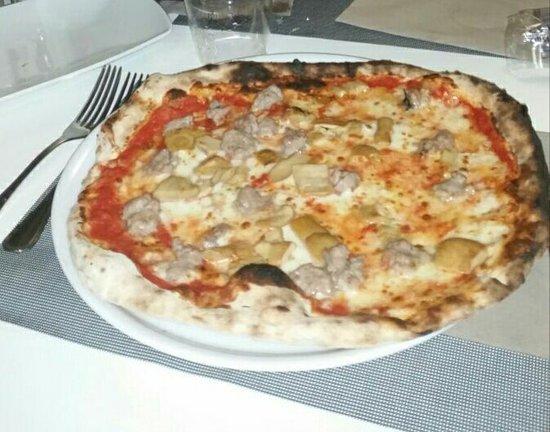Cadrezzate, Itália: Pizza salsiccia e porcini