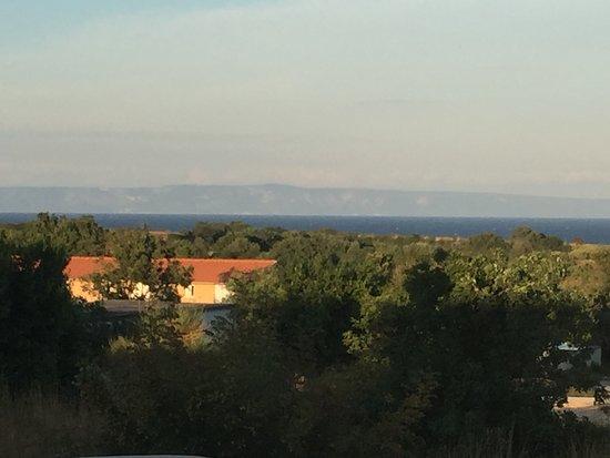 Liznjan, โครเอเชีย: Blick vom Garten zum Meer und Cress