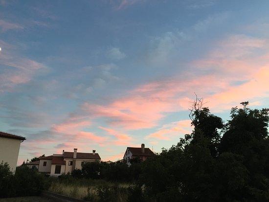 Liznjan, โครเอเชีย: Der Blick in die andere Richtung vom Garten aus.