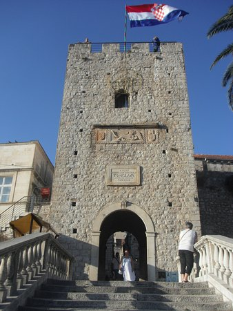 Korcula Island, Croacia: Entrance to the old town in Korcula capital