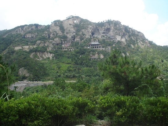 Wenling, China: Vista para outras cavernas a frente,este local não estava aberto para turismo no ano 2007